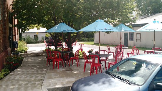 Vergennes, VT: OUTSIDE PATIO SEATING