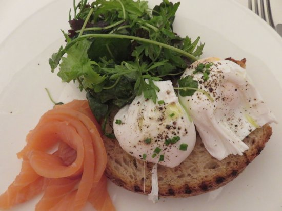 NOPI: Poached eggs on rye bread