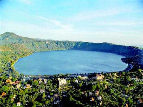 Albano Laziale, Itálie: vista sul lago Albano