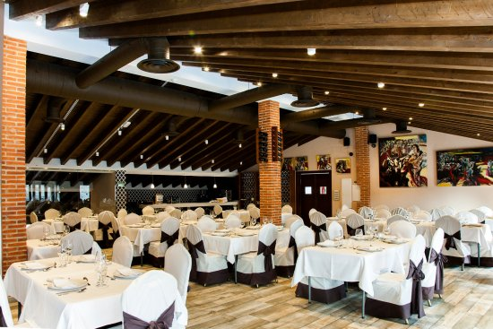 San Martin del Castanar, Spanien: Salón vista general
