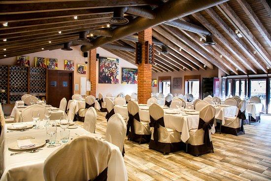 San Martin del Castanar, Spanien: Salón Restaurante con luz natural