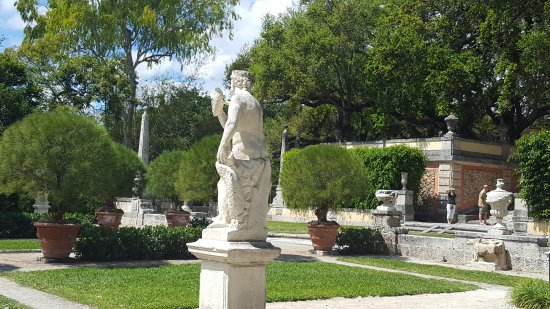 Vizcaya Museum And Gardens: Statues In The Garden