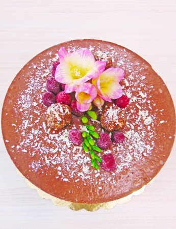 Vegan Atelier Food for Love: Raw chocolate cake with almonds and orange oil