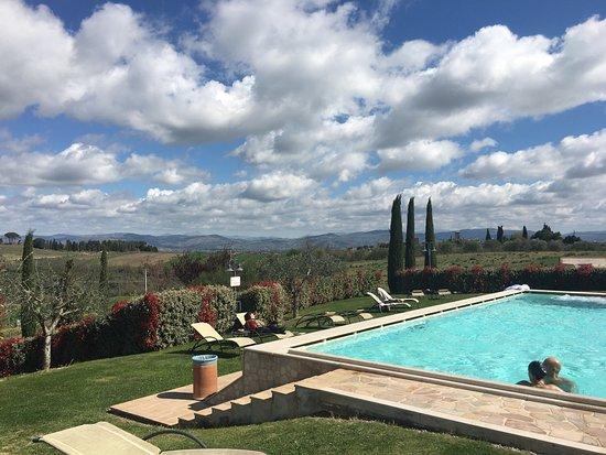 Borgobrufa SPA Resort: Panorami da Borgobrufa