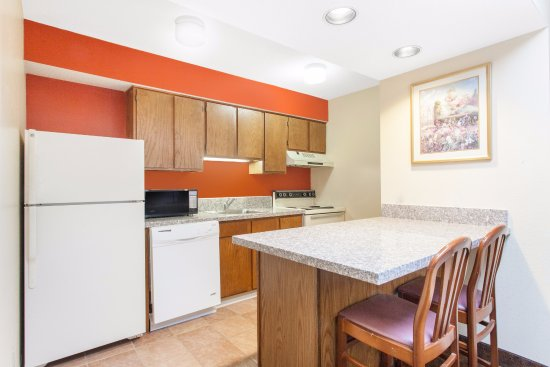 Holland, OH: Full kitchens with oven, stove, dishwasher, microwave and refrigerator.