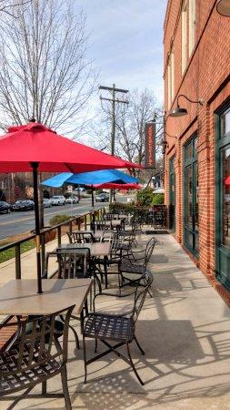 Davidson, NC: Outdoor seating.