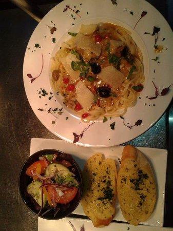Laugharne, UK: Prawn Taglattle with Garlic Bread & a Dressed Salad