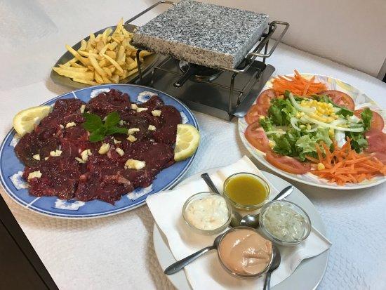Restaurante O Lavrador: Especialidade: Naco na Pedra / House Specialty: Steak on the Stone