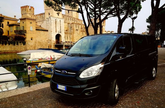 Cinisello Balsamo, Itálie: Tour lake Garda with our minibus 8 seats