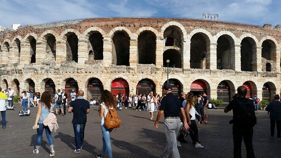 Cinisello Balsamo, อิตาลี: tour Verona