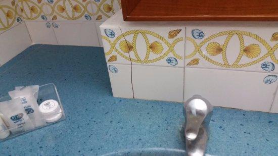 Mar Hotel Alimuri: superior bathroom!!!!