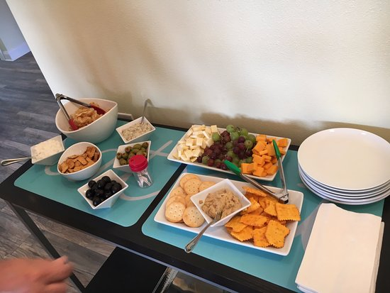 Edgewater Inn: Afternoon snacks