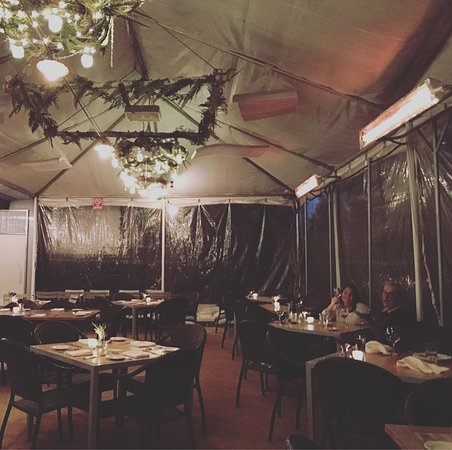 Harvest Moon Cafe: Tented outdoor patio