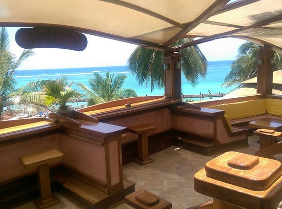 Leopard Beach Resort & Spa: Some sort of wooden bar with the view on the ocean