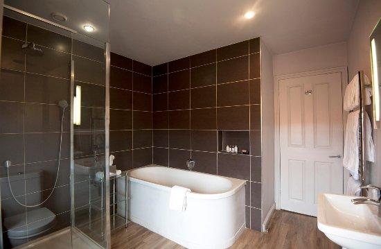 The Crown & Castle: Bathroom 1
