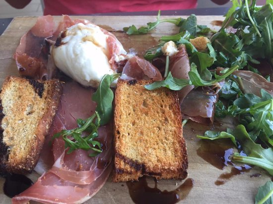 Kaiser Grille Palm Springs : Soft Burata Cheese, Prosciutto and Arugula Plate