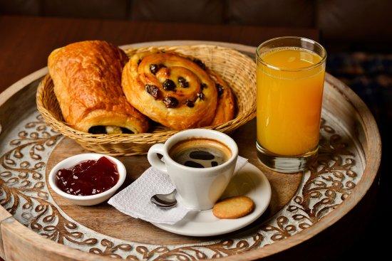 Foto de la boulangerie lima un cl sico ven a probar un for Desayuno frances tradicional