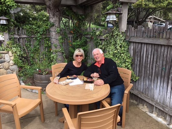 Carmel Valley, Califórnia: wine and cheese at Boekenoogen courtesy of Cane & Spur wine tours