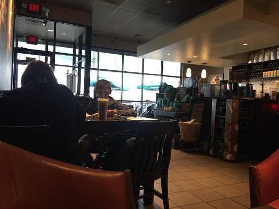 Quincy, IL: This Starbucks is not busy for lunch.  I got fast service and a nice sandwich for lunch.