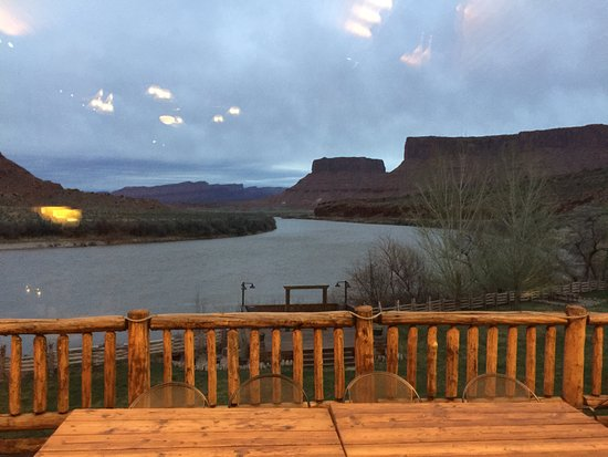 Red Cliffs Lodge: Spectacular Views from Dining Room