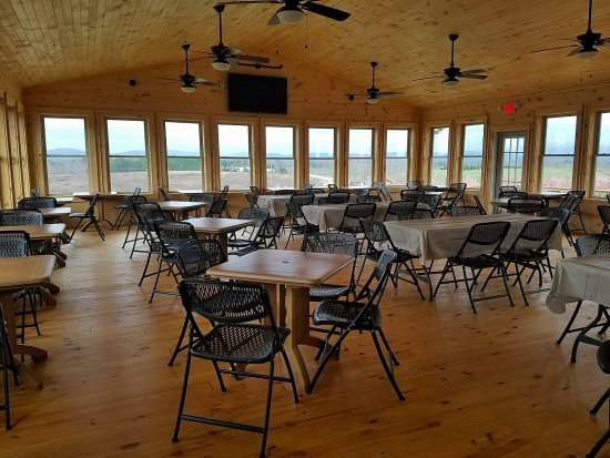 Long Creek, SC: Indoor dining with a wonderful view!