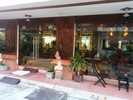 Rayaburi Hotel Patong: IMG_20170326_073934_large.jpg