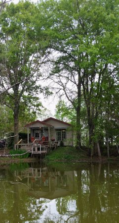 Cajun Country Cottages Bed and Breakfast: view of Magenta Cottage from the canoe