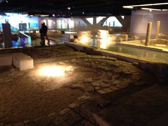Antiquarium de Sevilla: path ruins