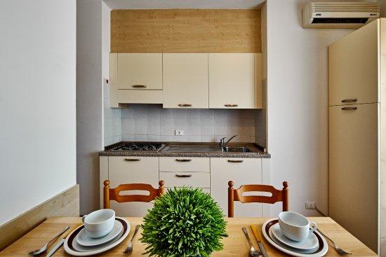 soggiorno con angolo cottura appartamento bilocale con letto a ... - Foto Soggiorno Con Angolo Cottura