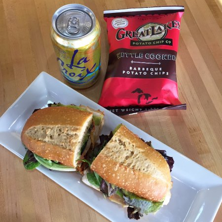 Marquette, MI: Grab a sandwich, chips and drink!