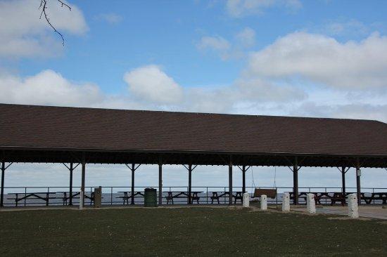 Lake Shore Park: It's attractive!