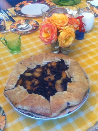 Ripples Inn at the Harbor: Blueberries and Peach Summer Rustic pie