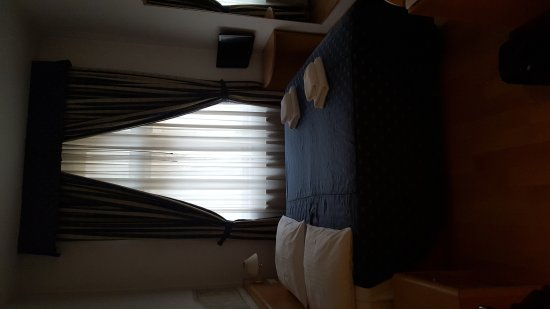 Tivoli Hotel Prague : Good price, amazing location but antiquated...
