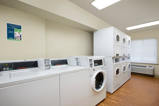 Forest Hill, TX: Laundry Room