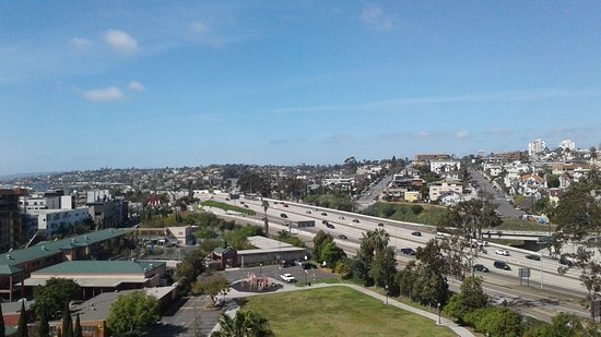 Doubletree Hotel San Diego Downtown: I-5 Freeway, off-ramp and flight path this direction - not a problem for me...