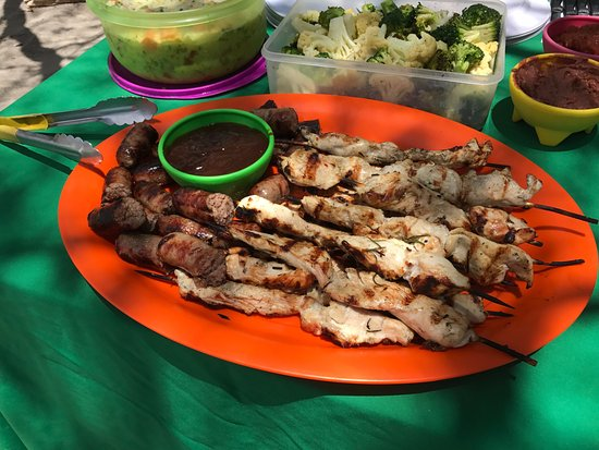 Gulf of Papagayo, Kosta Rika: grilled chicken skewers and sausage