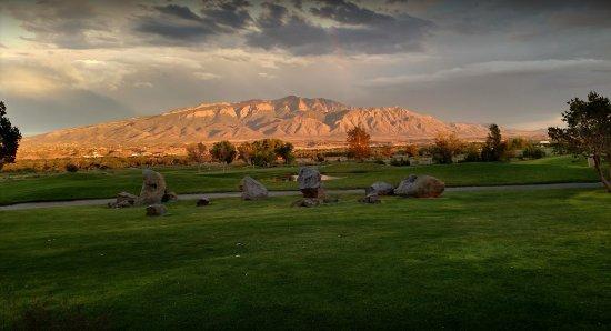Santa Ana Pueblo, Nuovo Messico: Magnificent view over the golf course, to the Rio Grande Bosque forest , on to the Sandias