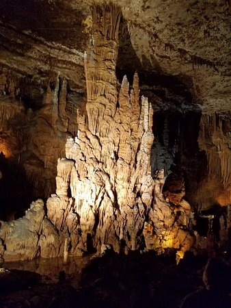 Blanchard Springs Caverns: This is only one of the views, jaw dropping!