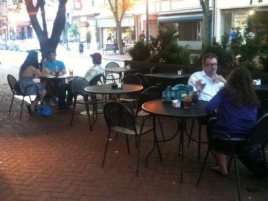 เวสต์เชสเตอร์, เพนซิลเวเนีย: Enjoy sidewalk cafe dining !!!