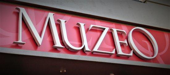Muzeo: entrance sign