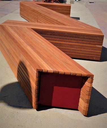 Muzeo: bench outside