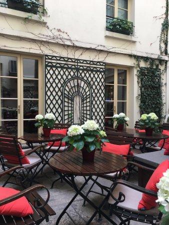 Cafe Laurent courtyard