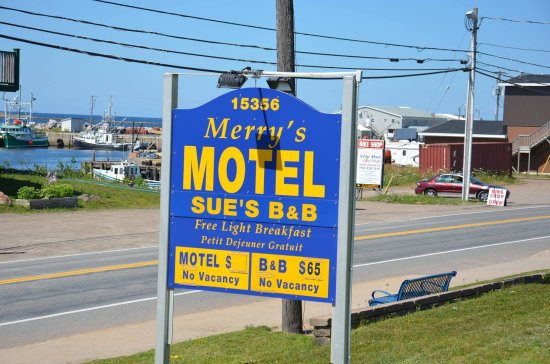 Merry's Motel: The sign