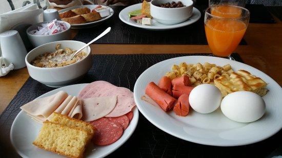 Hippodrome Hotel: Petit déjeuner pas dans l'hotel mais dans un autre hotel a 1min
