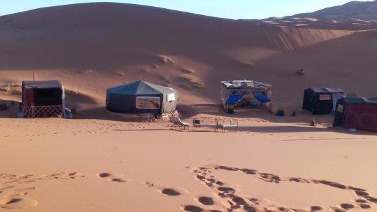 Hassilabied, Marruecos: camp in the desert