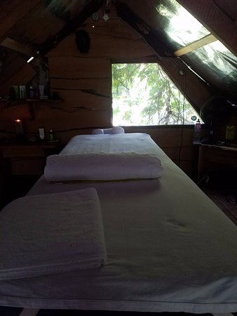 Bio Bio Camp: massage table in the loft. excellent massages