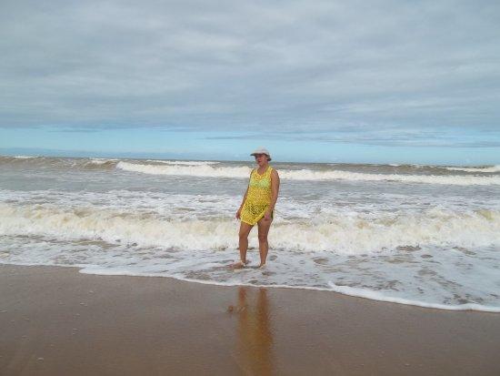 Guriri Beach: Praia de Guriri-ES (água não gelada e areia limpa)