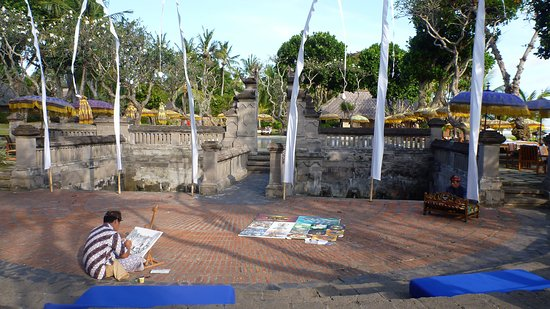 The Oberoi Bali: demonstration of local art