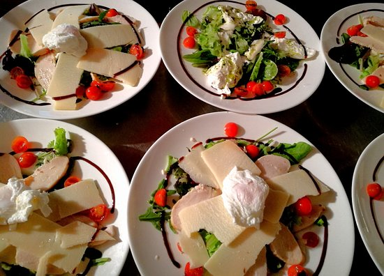 Nanterre, Francia: Salades Cesare et Salades Caprese