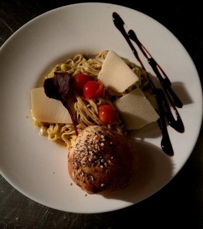 Nanterre, Francia: Tagliatelle alla crema di taertufo ( a la creme de truffe)